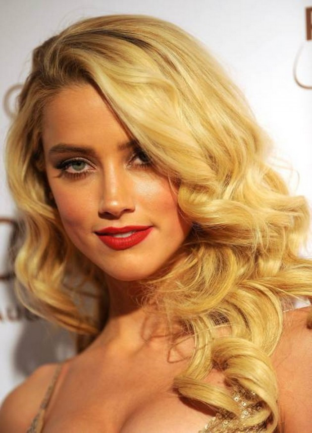 Best ideas about Wavy Hairstyles For Prom . Save or Pin Elegant Side Part Curly Hairstyles For The New Year s Eve Now.