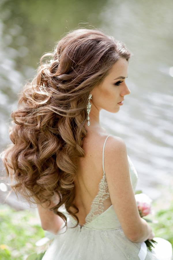 Best ideas about Wavy Wedding Hairstyle . Save or Pin Wedding Hairstyles for a Gorgeous Wavy Look MODwedding Now.