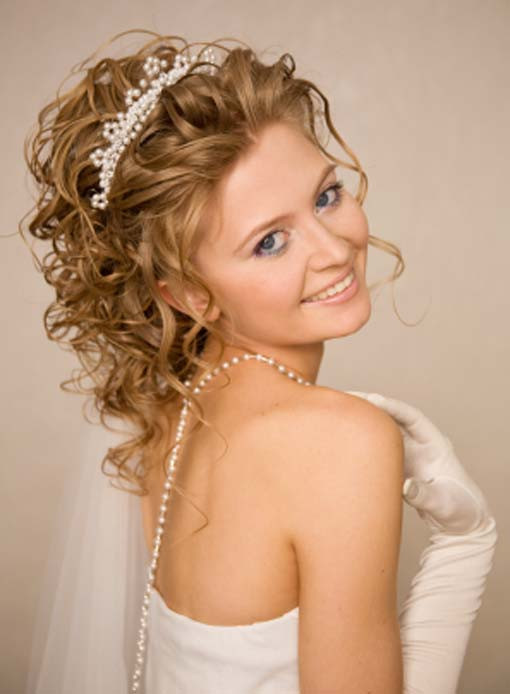 Best ideas about Wavy Wedding Hairstyle . Save or Pin Medium Hairstyles for Curly Hair Now.