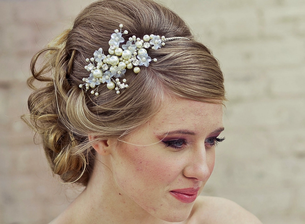 Best ideas about Wedding Hairstyles With Headband . Save or Pin HAIRSTYLES WITH HEADBANDS FOR THE ULTIMATE BRIDAL LOOK Now.