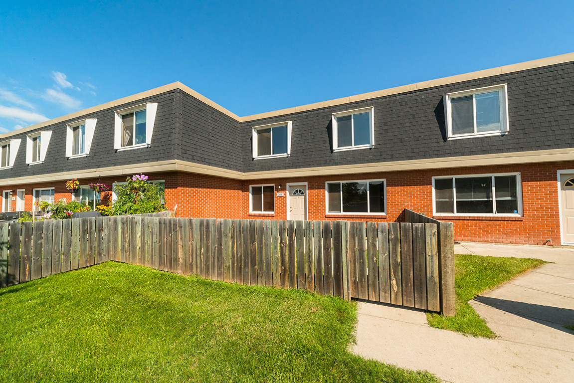 Best ideas about 3 Bedroom Townhomes . Save or Pin 3 bedrooms Edmonton West Townhouse for rent Now.