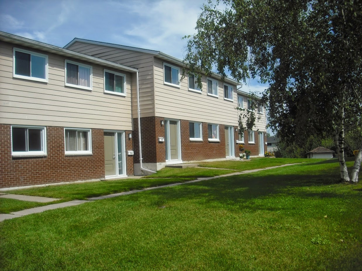 Best ideas about 3 Bedroom Townhomes . Save or Pin Three Bedroom Townhome Glen Birchwood Village Rental Now.