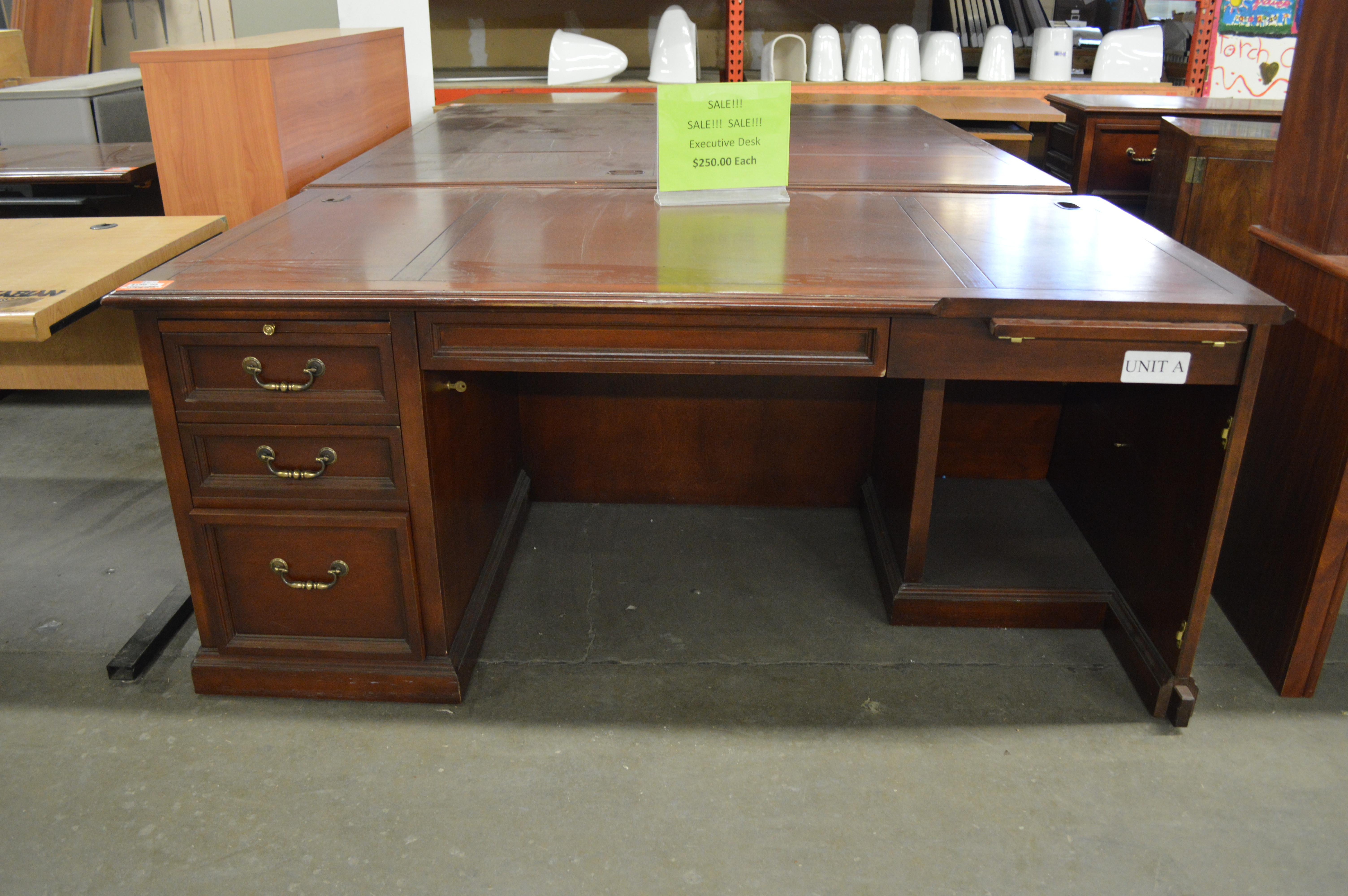 Best ideas about Cheap Office Furniture . Save or Pin Desks Inexpensive Puter Desk Buy fice Desks Desks For Now.