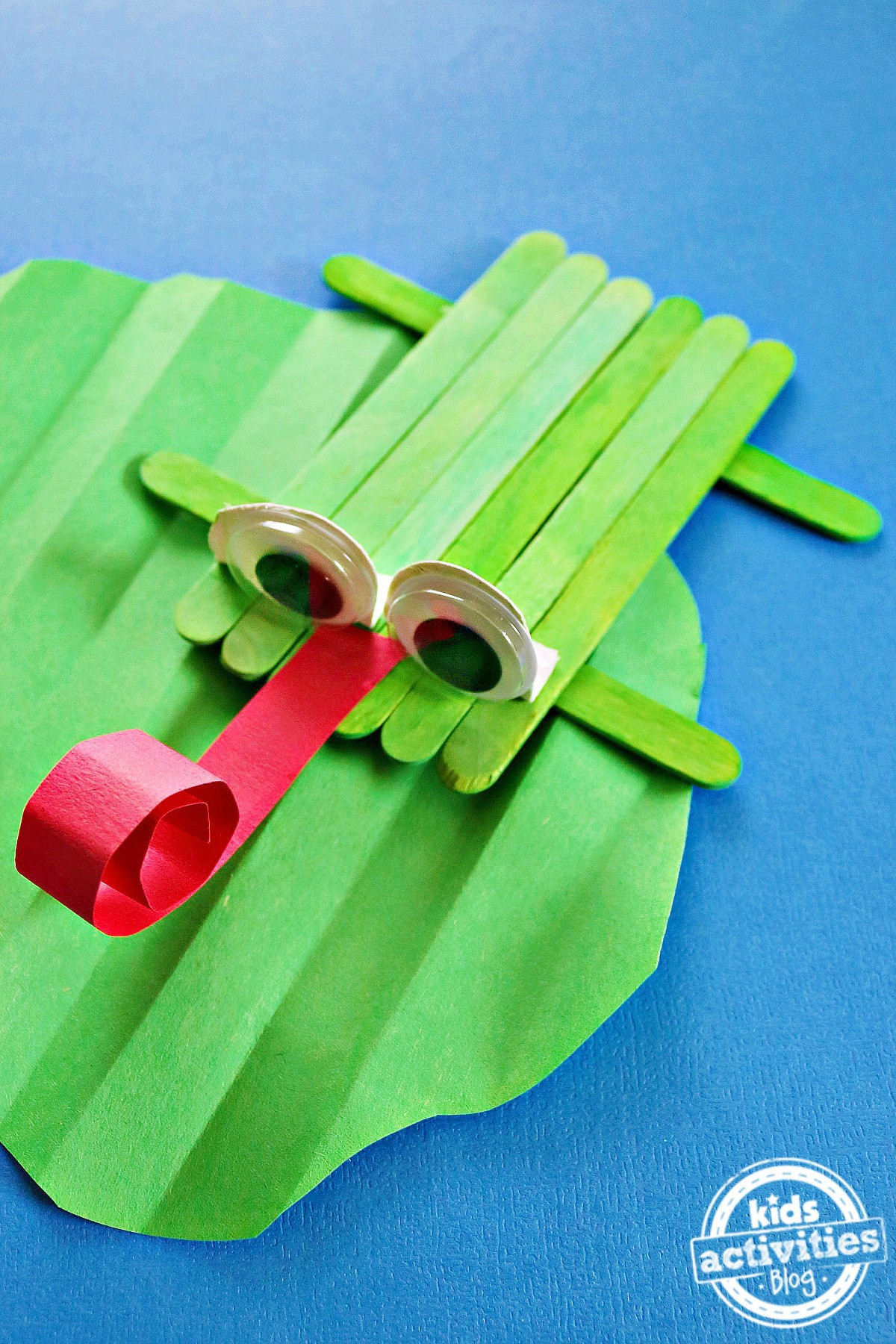 Best ideas about Crafts To Make For Kids . Save or Pin How to Make a Cupcake Liner Frog Craft Now.