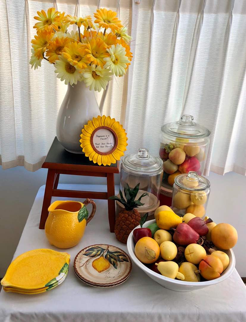 Best ideas about Daisy Kitchen Decorations . Save or Pin Pu Sound Estate Auctions Lot 53 Bright Lemon and Now.