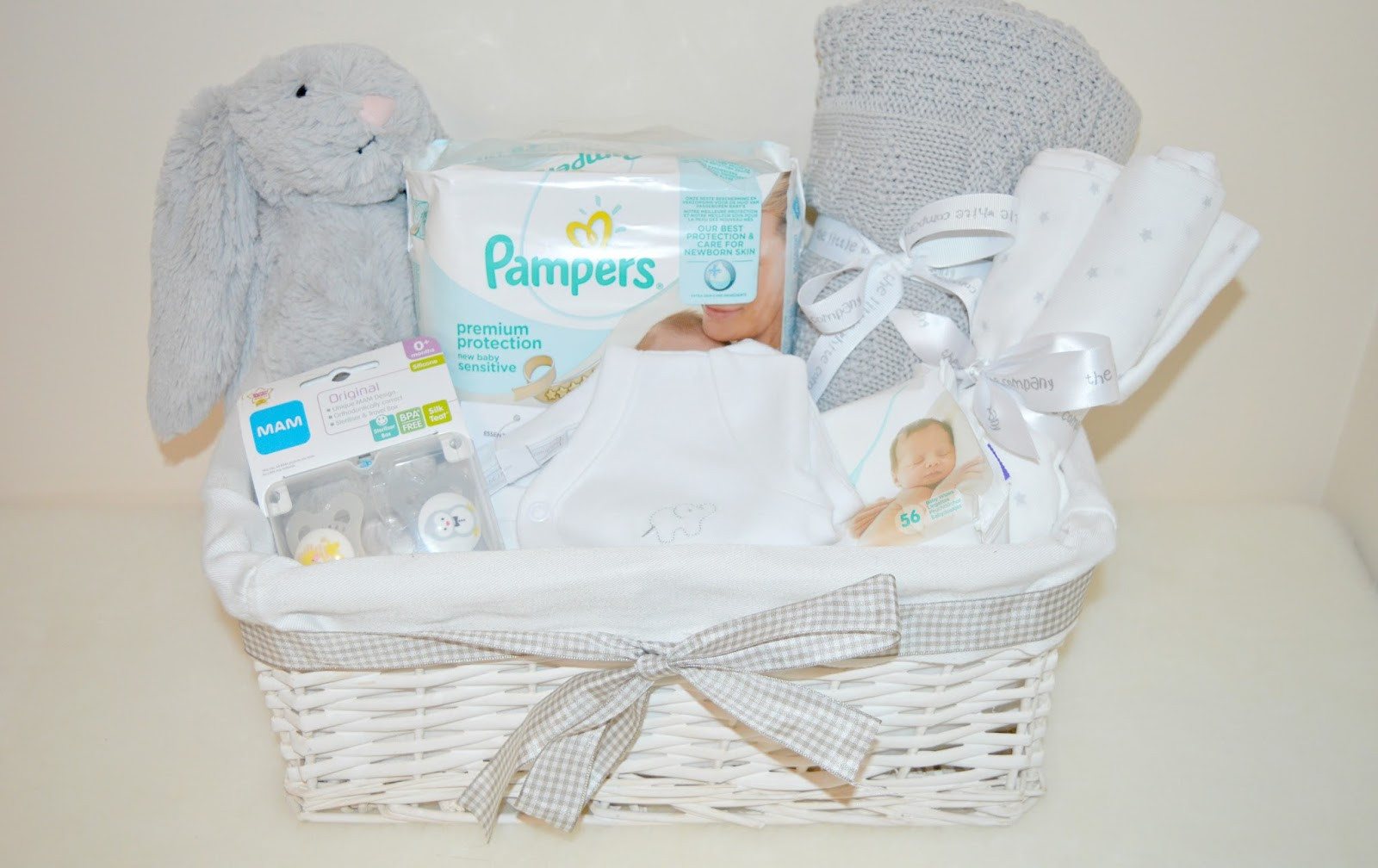 Best ideas about DIY Baby Gift Baskets . Save or Pin DIY Uni Baby Basket Now.