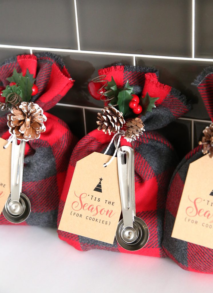 Best ideas about DIY Christmas Ideas . Save or Pin 25 Fun & Simple Gifts for Neighbors this Christmas Now.