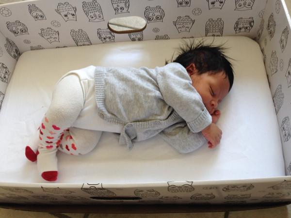 Best ideas about DIY Finnish Baby Box . Save or Pin Waarom Finse baby s in een kartonnen doos slapen Now.
