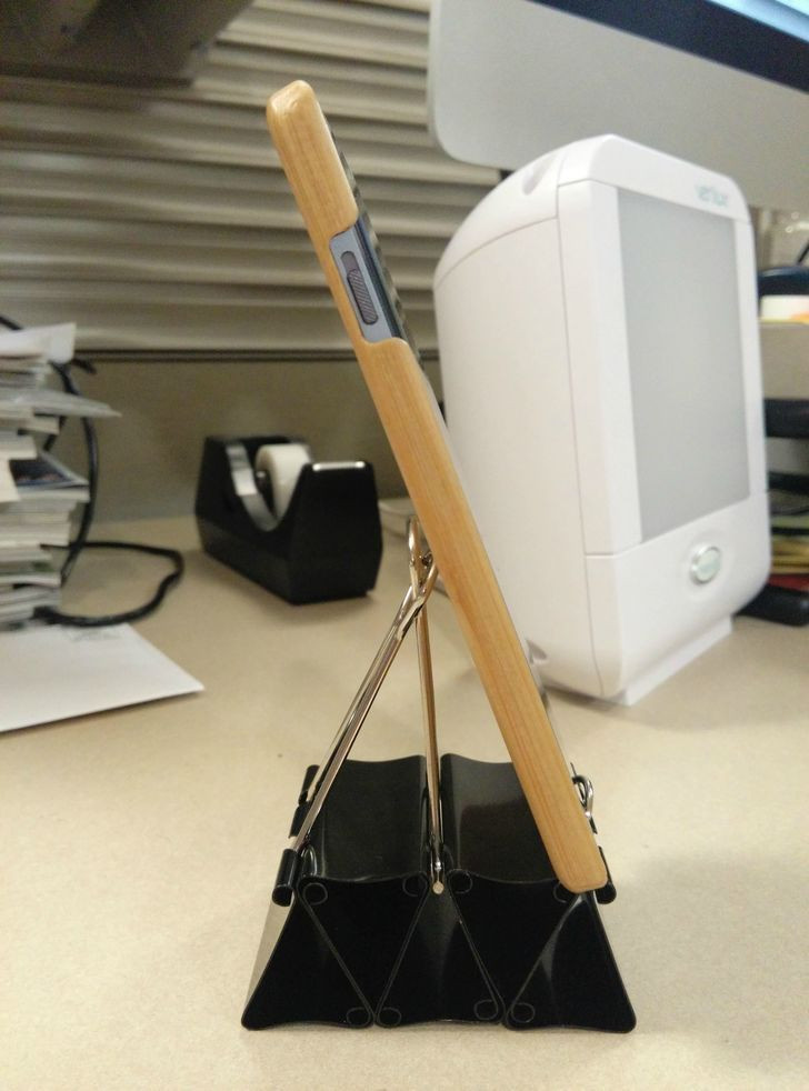 Best ideas about DIY Phone Stand For Desk . Save or Pin DIY Binder Clip Cell Phone Stand with room for USB Now.