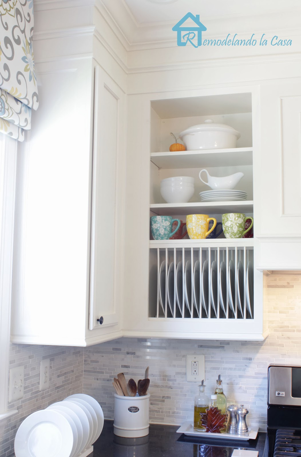 Best ideas about DIY Plate Racks . Save or Pin DIY Inside Cabinet Plate Rack Remodelando la Casa Now.
