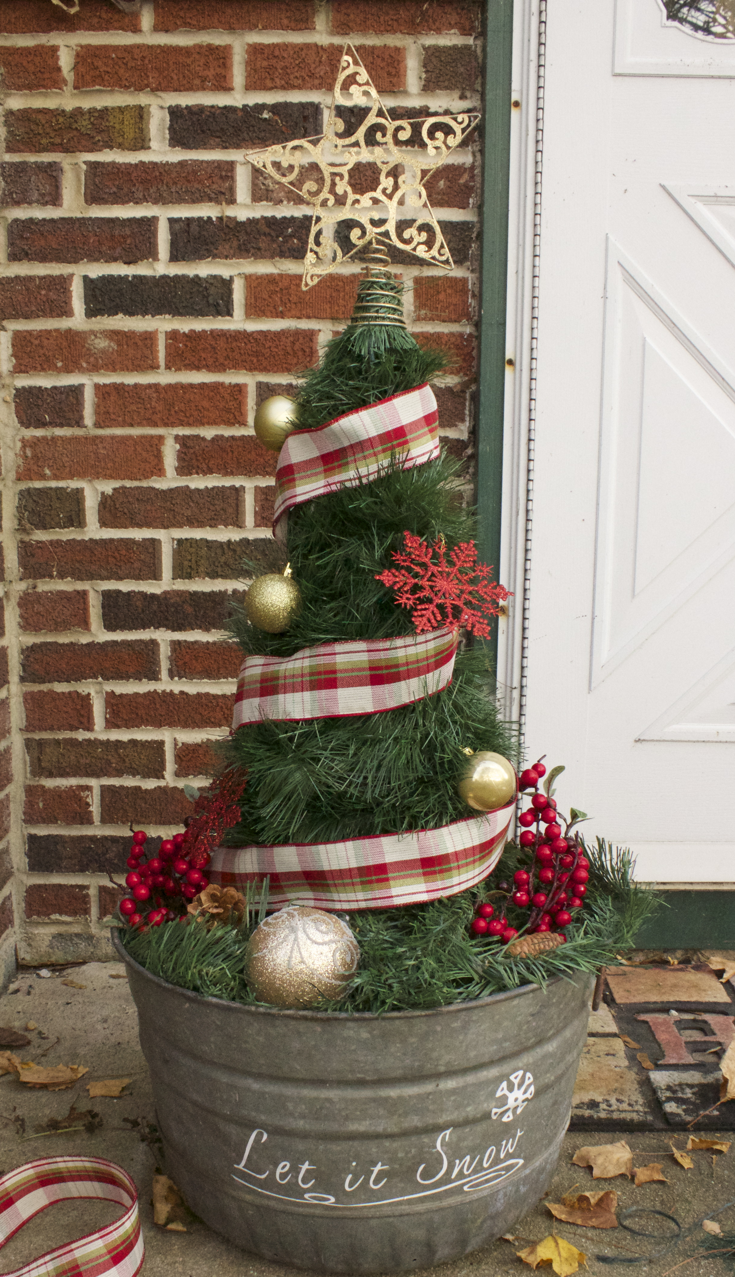 Best ideas about DIY Tomato Cage Christmas Tree . Save or Pin DIY Christmas Tree from a Tomato Cage Now.