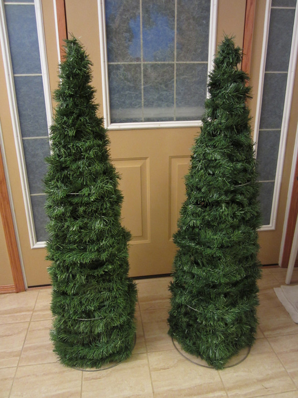 Best ideas about DIY Tomato Cage Christmas Tree . Save or Pin Little House on the Corner DIY Holiday Decor Tomato Cage Now.