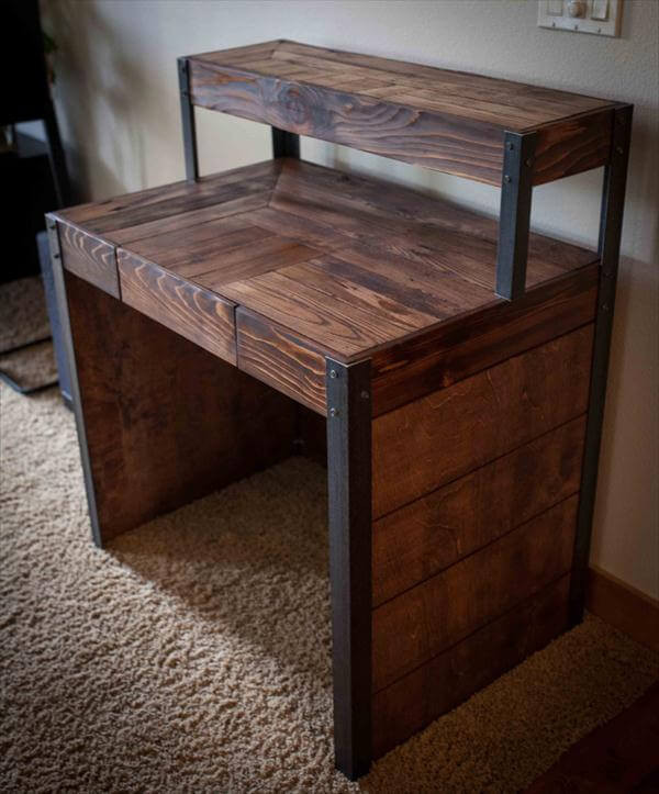 Best ideas about DIY Wood Desk . Save or Pin DIY Recycled Wood Pallet Desk Now.