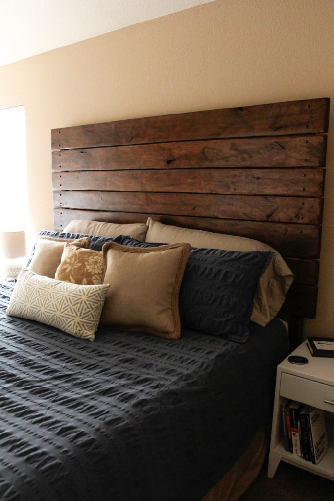 Best ideas about DIY Wood Headboard Plans . Save or Pin Easy DIY Wood Plank Headboard Do It Yourself Fun Ideas Now.