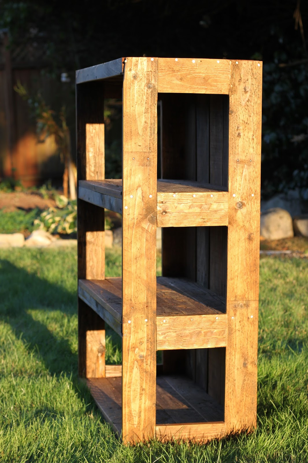 Best ideas about DIY Wood Pallets . Save or Pin Made with Love that Can be Felt DIY Pallet Bookshelf  Now.