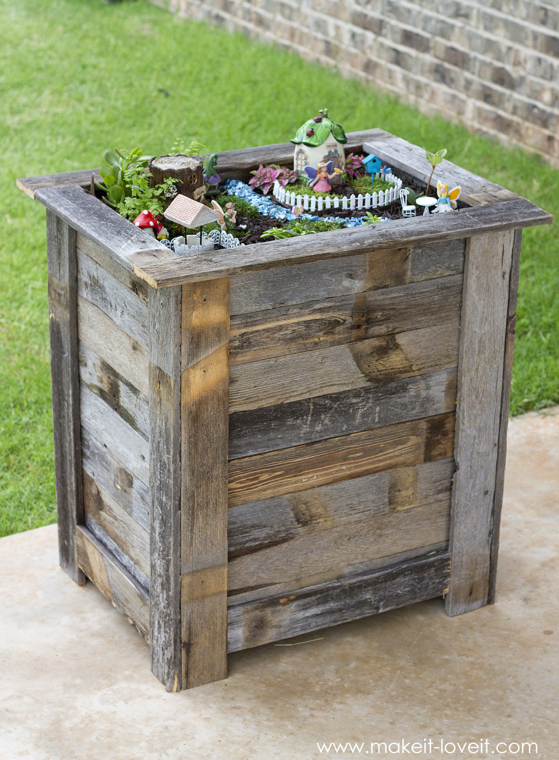 Best ideas about DIY Wood Planter . Save or Pin DIY Reclaimed Wood Planter Box r an upright Fairy Now.