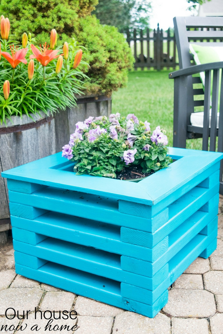 Best ideas about DIY Wood Planter . Save or Pin Remodelaholic Now.