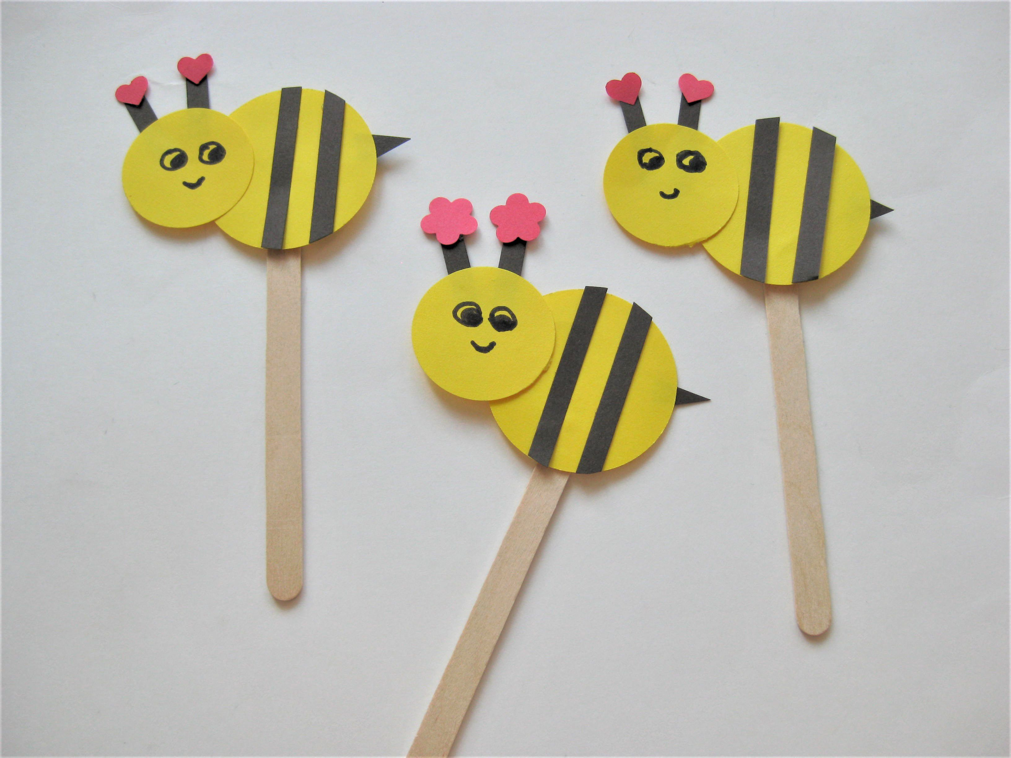 Best ideas about Easy Arts And Crafts For Toddlers . Save or Pin Bee Craft for Kids Now.