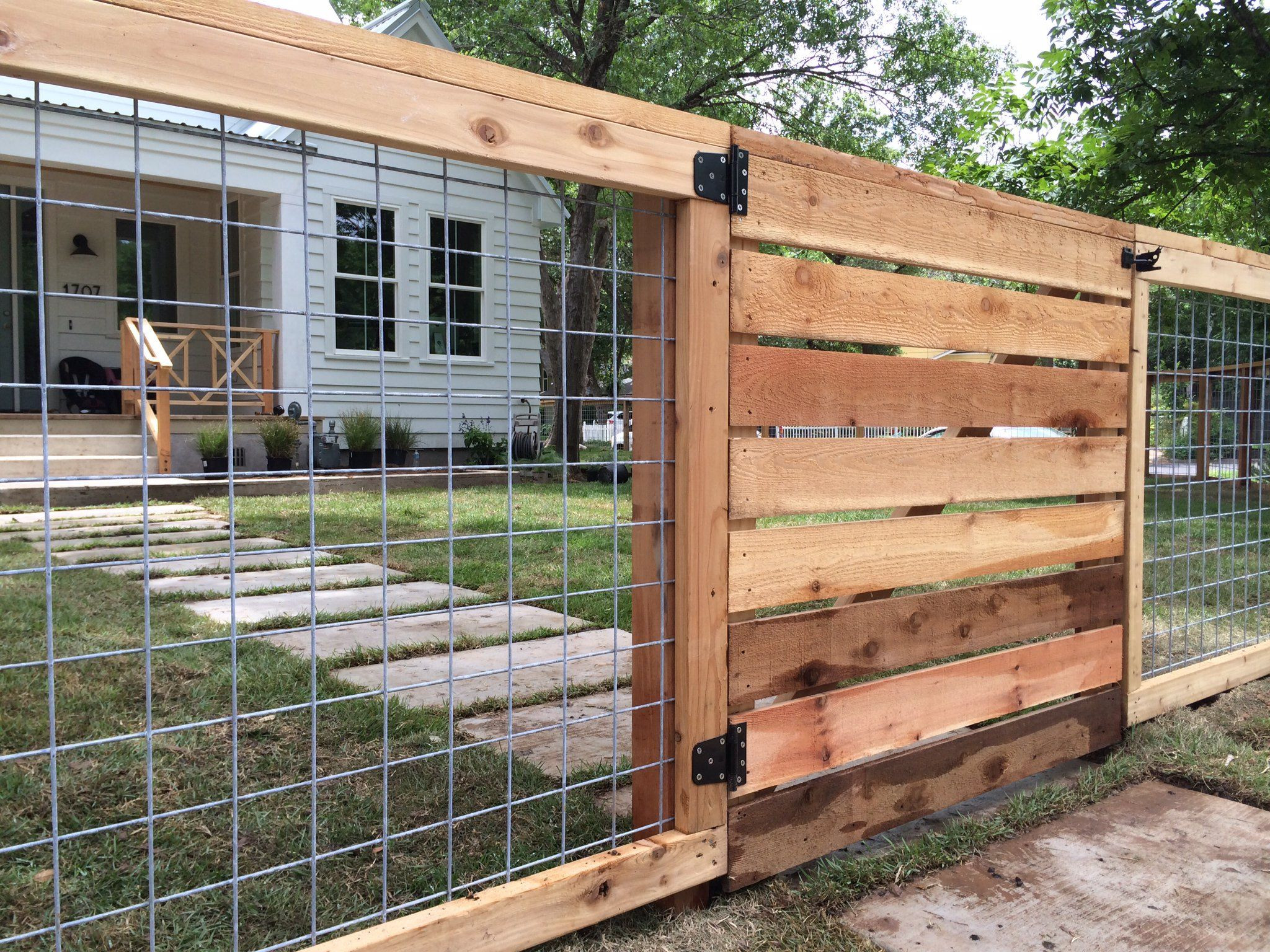 Best ideas about Hog Wire Fence DIY . Save or Pin 17 Awesome Hog Wire Fence Design Ideas For Your Backyard Now.