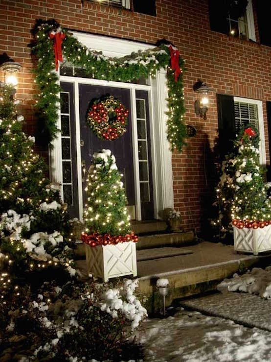 Best ideas about Outdoor Christmas Garland . Save or Pin 20 Christmas Garland Decorations Ideas To Try This Season Now.