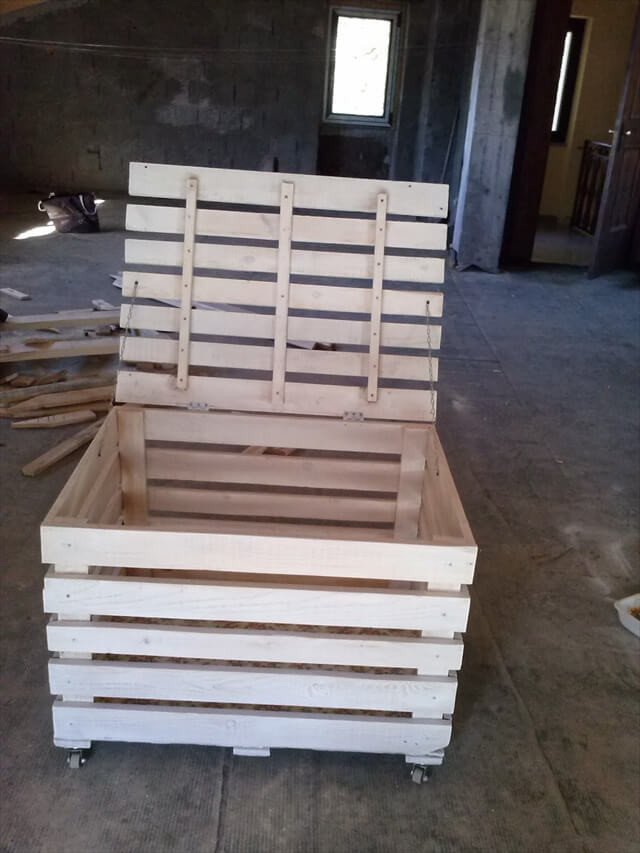 Best ideas about Pallet Boxes DIY . Save or Pin DIY Wooden Pallet Storage Box Now.