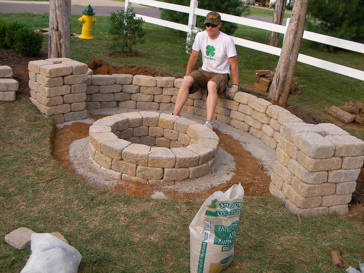 Best ideas about Simple Backyard Fire Pit Ideas . Save or Pin Easy Backyard Fire Pit Designs Now.