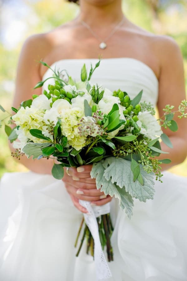 Best ideas about Simple Wedding Bouquets DIY . Save or Pin How to make Trendy Wedding Bouquets All Your Own Now.