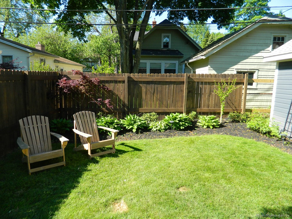 Best ideas about Backyard Fence Ideas . Save or Pin Ittybittybungalow Now.