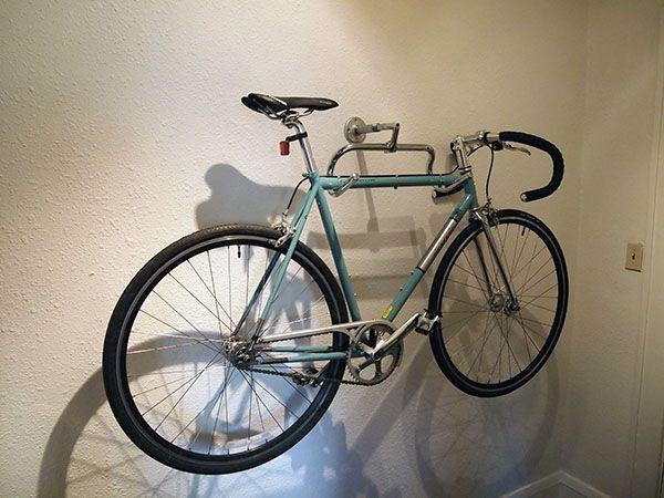 Best ideas about Bike Wall Mount DIY . Save or Pin Support de vélo mural à partir d un guidon et d une Now.