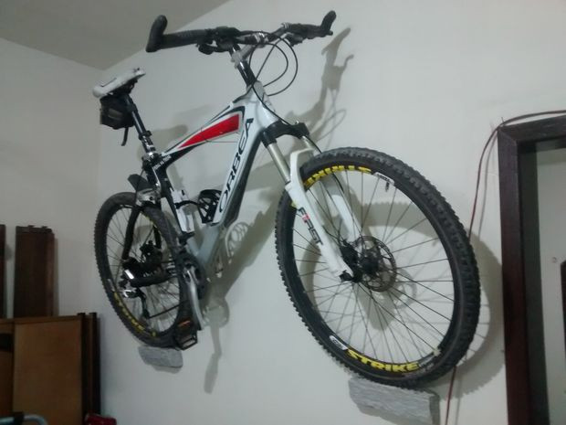 Best ideas about Bike Wall Mount DIY . Save or Pin Inexpensive and minimalist bicycle wall mount Now.