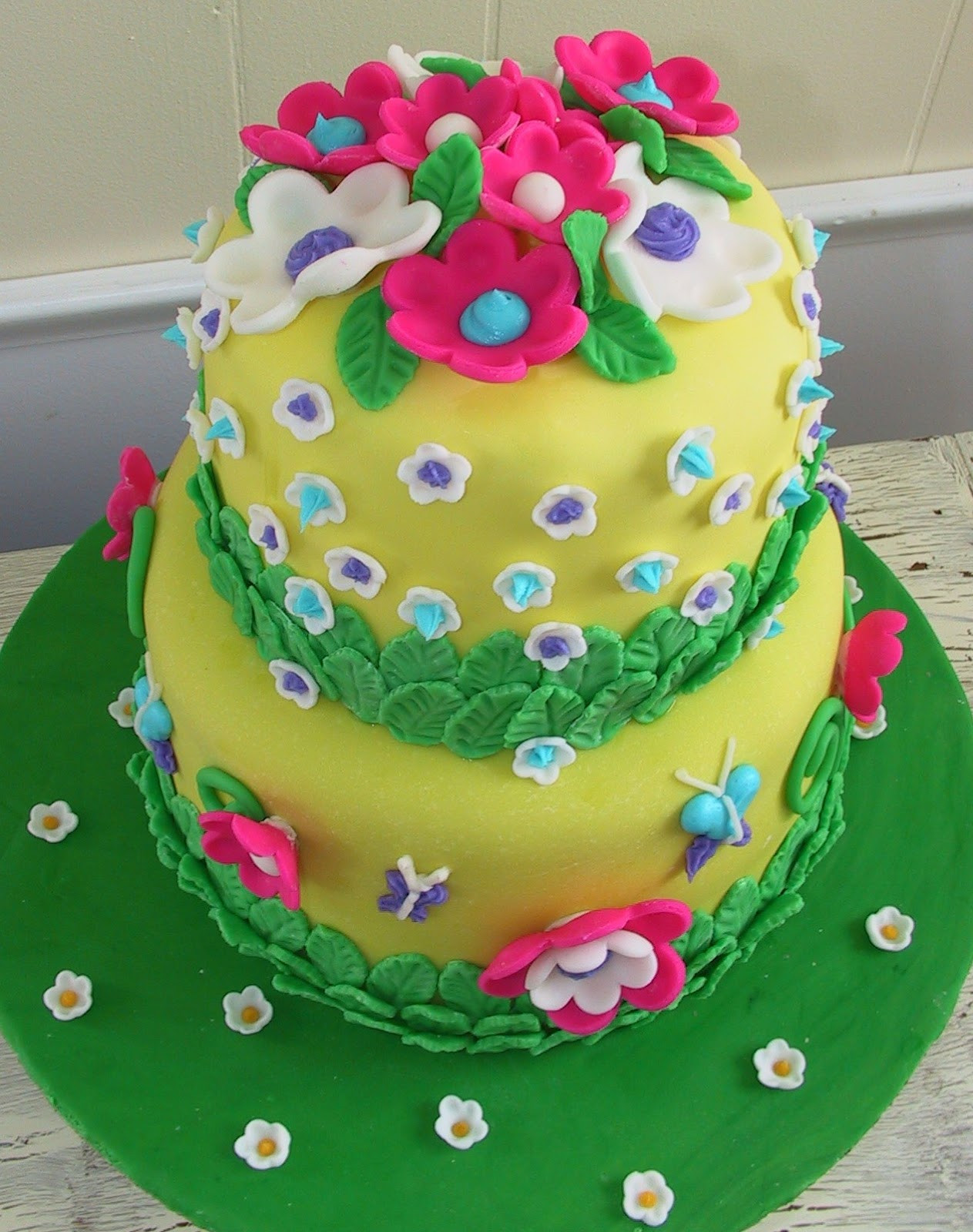 Best ideas about Birthday Cake Flowers . Save or Pin Delicious Cake Blogger Flower Birthday Cake Ideas Now.
