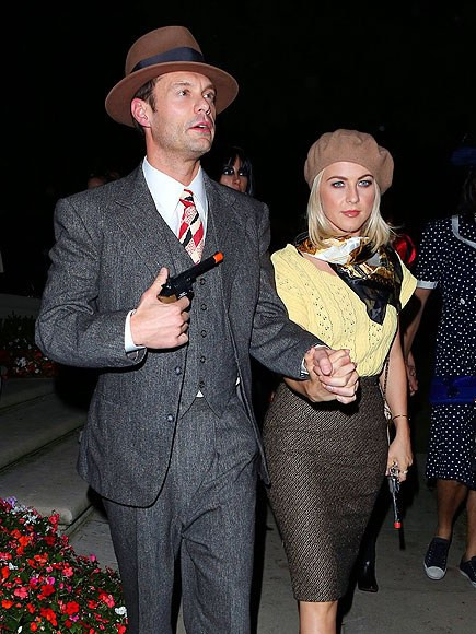 Best ideas about Bonnie And Clyde Costume DIY . Save or Pin 50 of the Most Creative Couples Costumes For All Events Now.