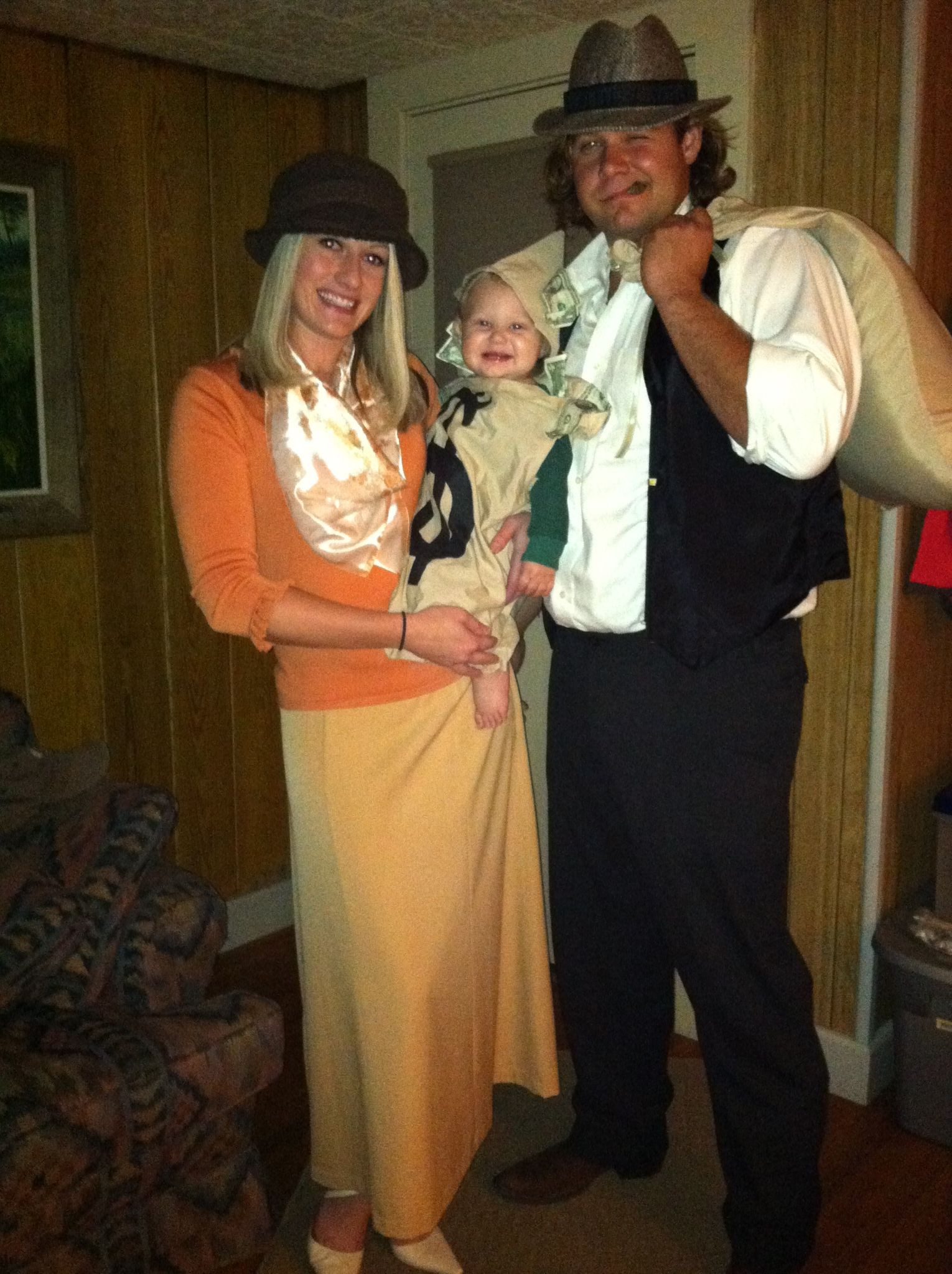 Best ideas about Bonnie And Clyde Costume DIY . Save or Pin DIY HALLOWEEN costumes with baby toddler Bonnie Clyde Now.