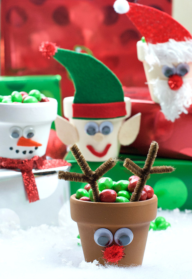 Best ideas about Crafts To Make For Christmas . Save or Pin 25 Cute and Simple Christmas Crafts for Everyone Crazy Now.