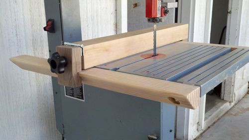 Best ideas about DIY Bandsaw Fence . Save or Pin Simple Band Saw Fence by arco21 LumberJocks Now.