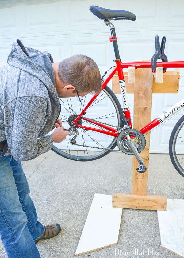 Best ideas about DIY Bike Stand Wood . Save or Pin DIY Bicycle Repair Stand from Scrap Wood Tutorial Now.