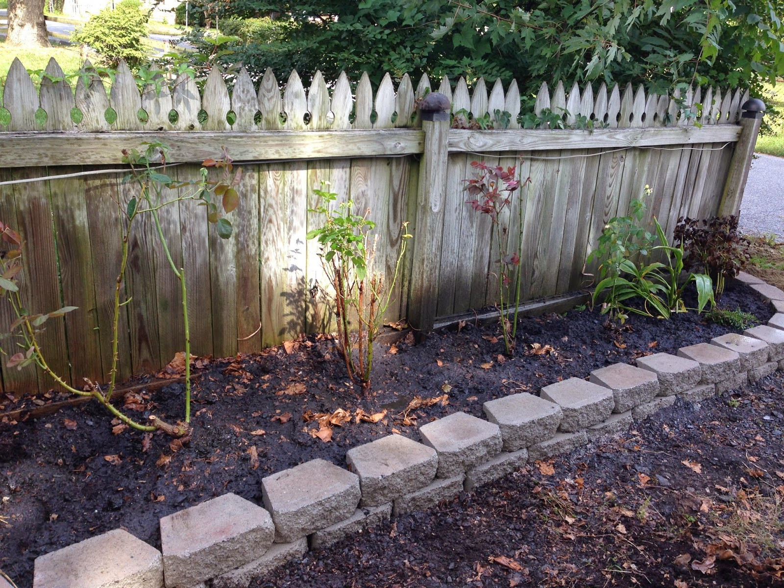 Best ideas about DIY Flower Garden . Save or Pin Pine Whiff House DIY Curb Appeal with a Quick Flower Bed Now.