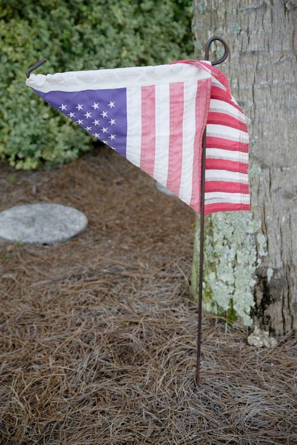 Best ideas about DIY Garden Flag . Save or Pin DIY Outdoor USA Pallet Garden Flag Now.