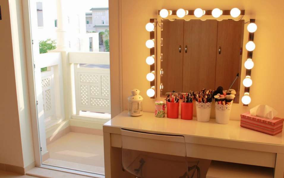 Best ideas about DIY Makeup Mirrors With Lights . Save or Pin DIY Vanity Mirror With Lights for Bathroom and Makeup Station Now.
