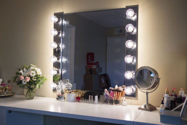 Best ideas about DIY Makeup Mirrors With Lights . Save or Pin Glam DIY Light Up Vanity Mirror Projects Now.