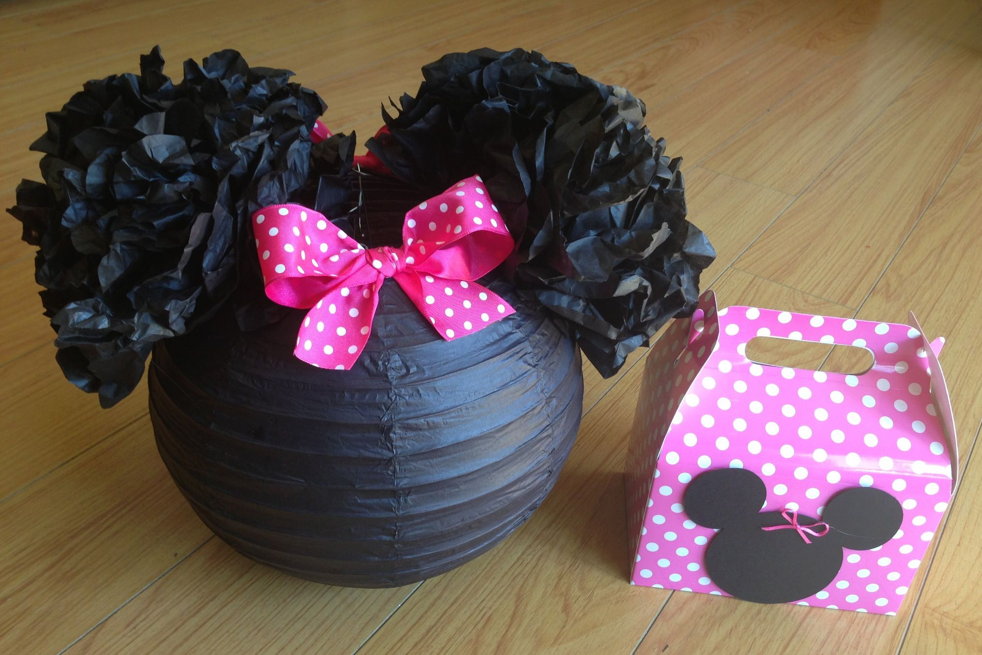 Best ideas about DIY Minnie Mouse Decorations . Save or Pin Minnie Mouse party decor diy Now.