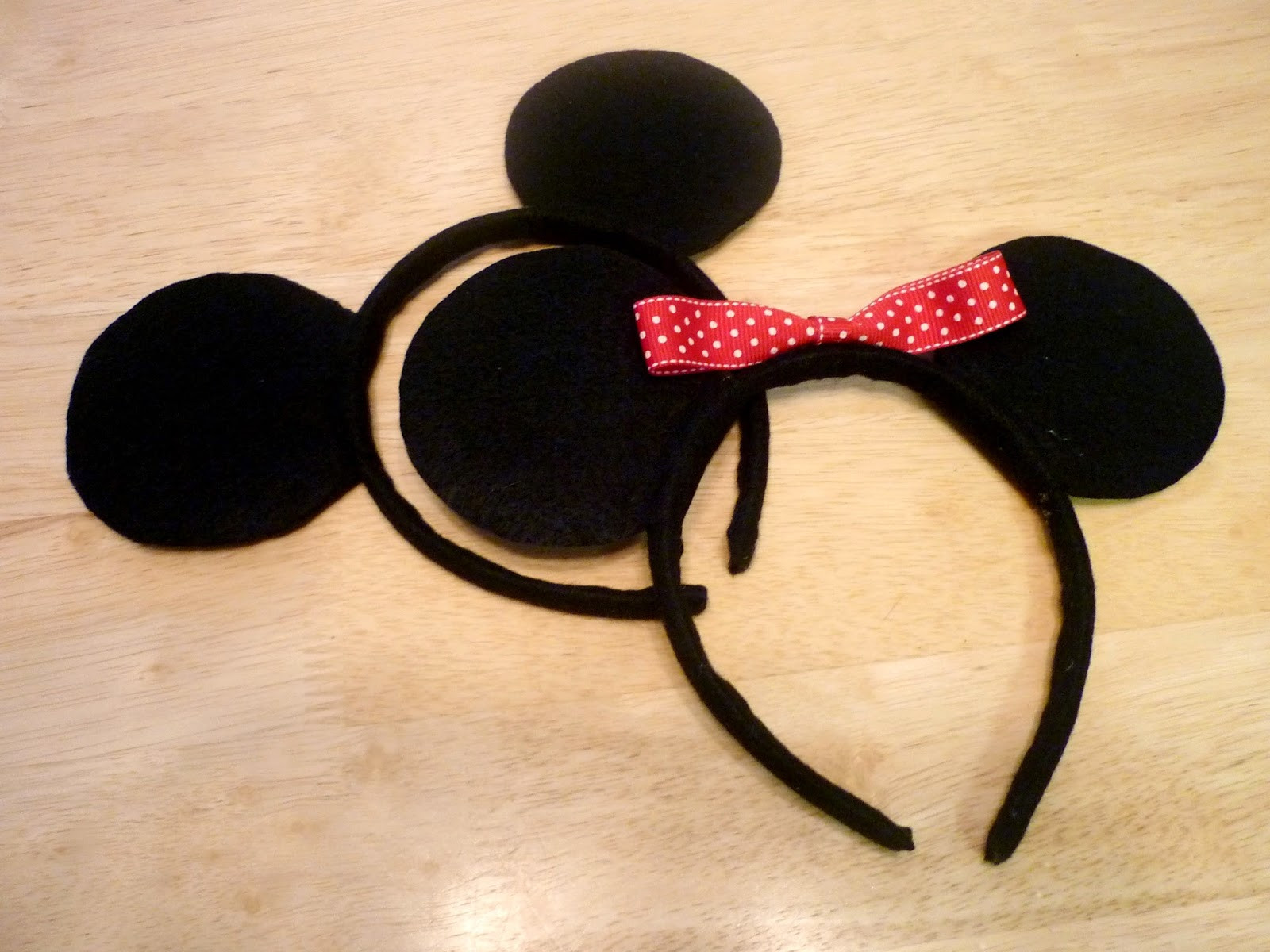 Best ideas about DIY Minnie Mouse Ears . Save or Pin The Handy Dandy Helper DIY Minnie Mouse Ears Now.