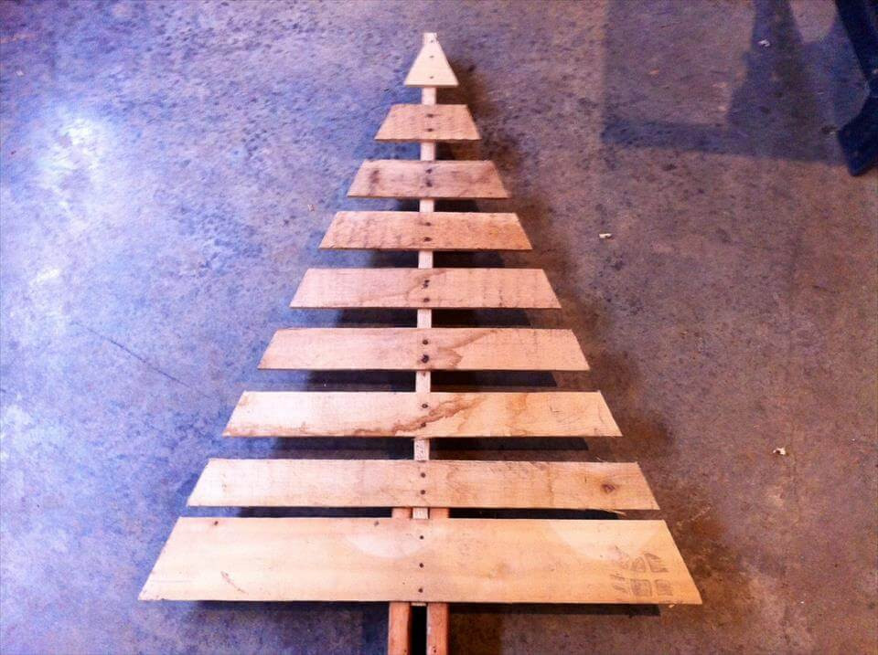 Best ideas about DIY Pallet Christmas Trees . Save or Pin Pallet Tree with Lights Now.