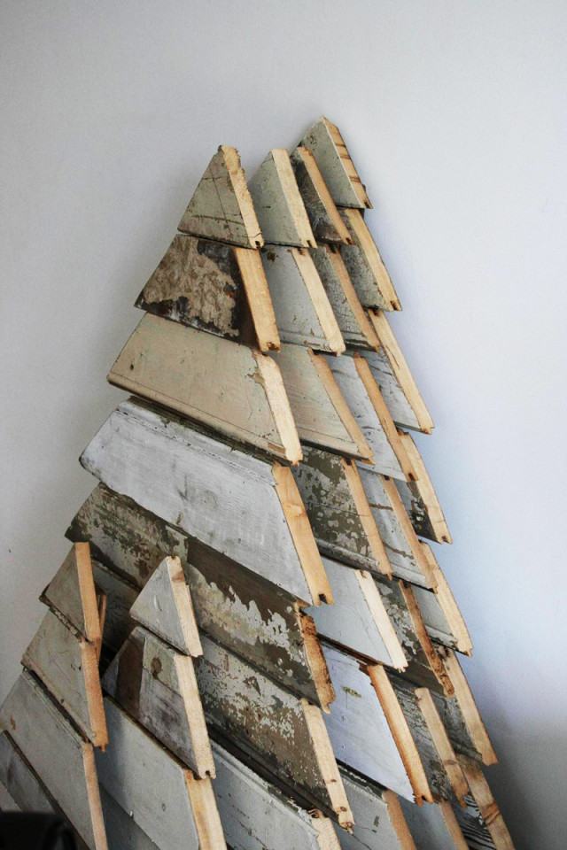 Best ideas about DIY Pallet Christmas Trees . Save or Pin Turn A Wood Pallet Into A Christmas Tree Now.