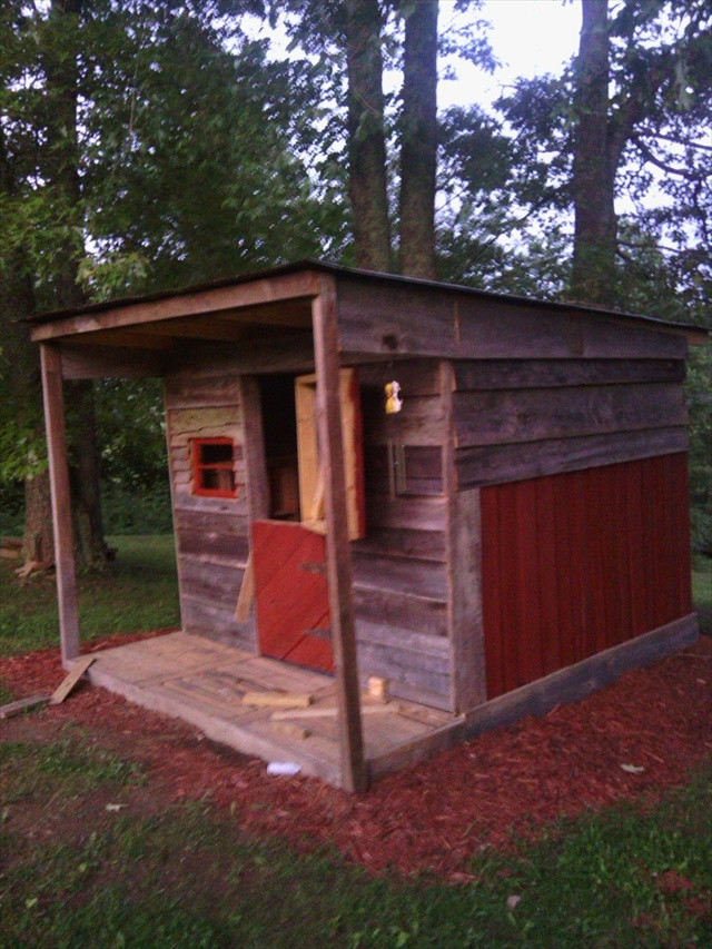 Best ideas about DIY Pallet Playhouse Plans . Save or Pin Pallet Playhouse for Kids from Reclaimed Wood Now.