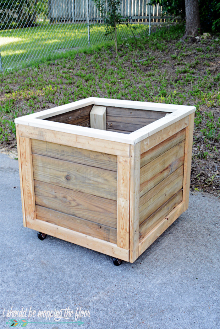 Best ideas about DIY Planter Box . Save or Pin i should be mopping the floor DIY Planter Box with Wheels Now.