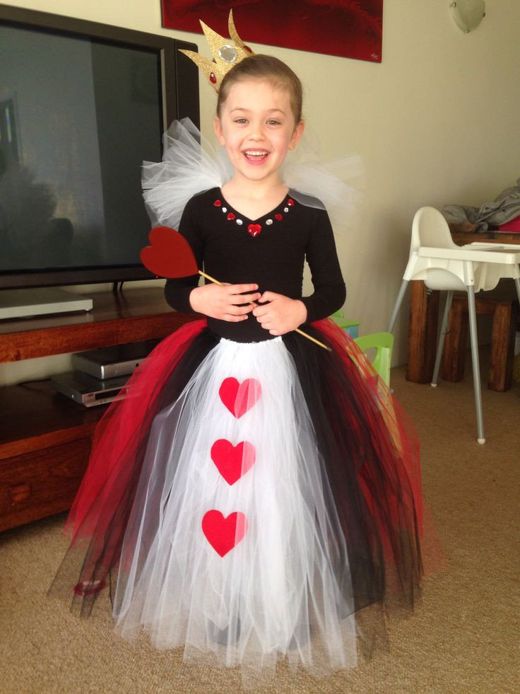 Best ideas about DIY Queen Of Hearts Costume . Save or Pin 17 Best ideas about Queen Hearts on Pinterest Now.