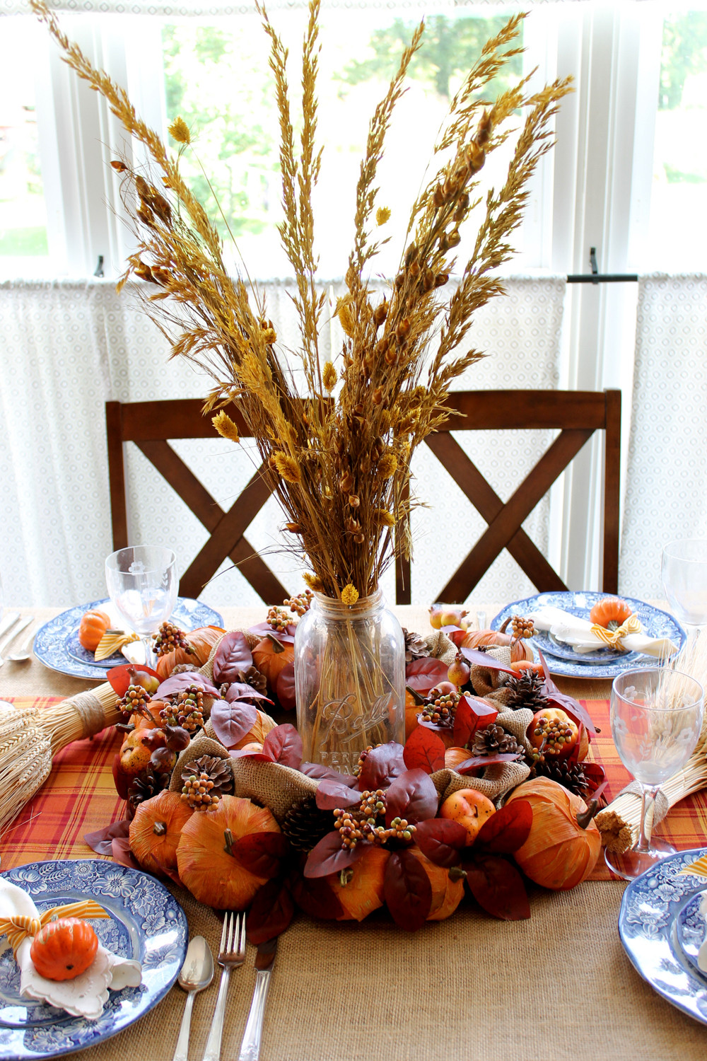 Best ideas about DIY Thanksgiving Table Decorations . Save or Pin DIY Thanksgiving Decorations for Your Table The Country Now.