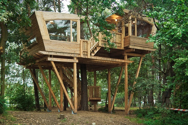 Best ideas about DIY Treehouse Plans Free . Save or Pin A Wonderful Haven In The Treetops Now.