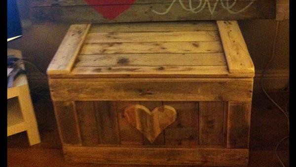 Best ideas about DIY Wood Chest Plans . Save or Pin DIY Pallet Wood Chest Now.